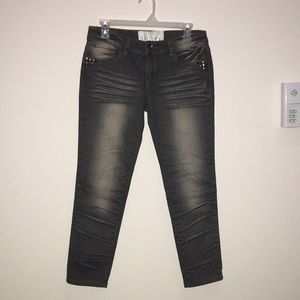 Dollhouse sz 5 studded pockets cropped gray jeans