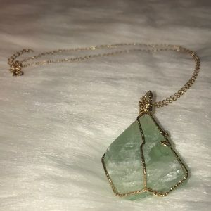 Jewelry - Natural green stone 8 inch necklace NIB