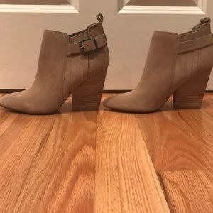 ✨NEW✨Guess Nicolo Ankle Booties