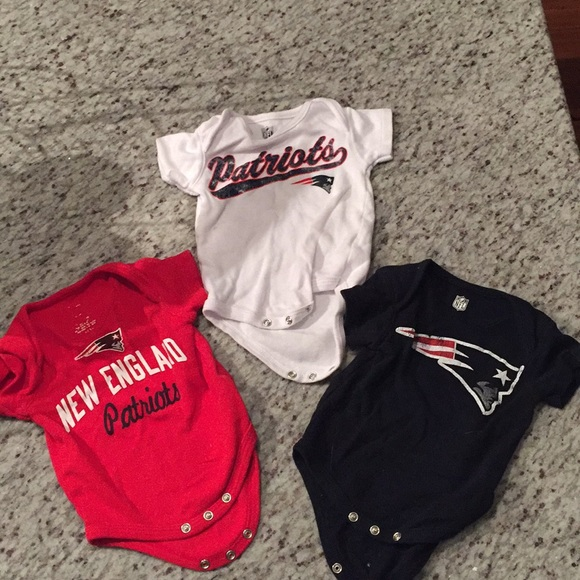 a269100b 0-3 Month New England Patriots Onesies