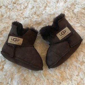 {ugg} baby fur boots Sz 3-4