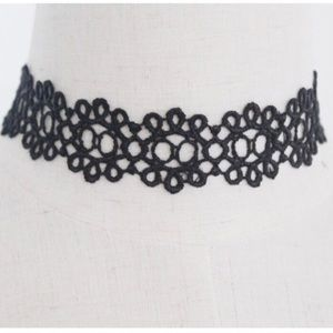 Jewelry - ⭐️flower power lace choker