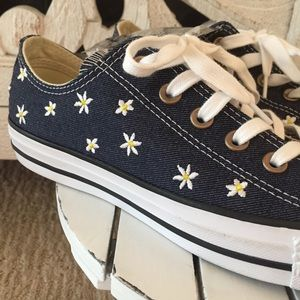 41d01a086e3b Converse Shoes - Embroidered daisy print Converse