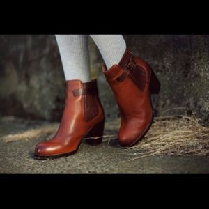 adbfeeea9953bc Dolce Vita Shoes - Dolce Vita Jamala Boots 6.5 - MUST GO!