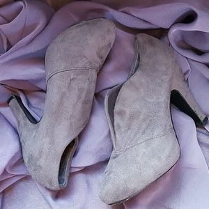 Shoes - Grey faux seude booties