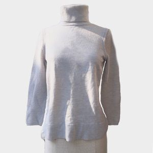 Sweaters - Cream Turtleneck Long Sleeve sweater size Small