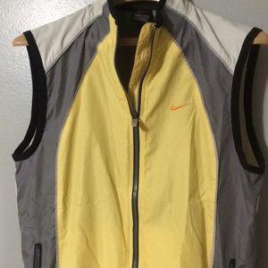 Nike Vintage Women's short sleeve windbreaker!
