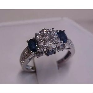 Jewelry - Stunning 1.40 carat 14k diamond&blue sapphire ring