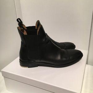 Everlane Chelsea Boot