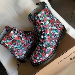 Dr. Martens Wild Poppy Pascal Boots