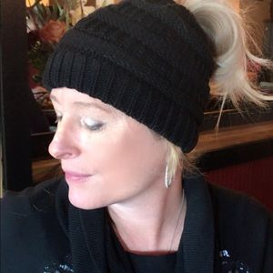 Accessories - Beautiful thick and quality ponytail beanie hat❤️
