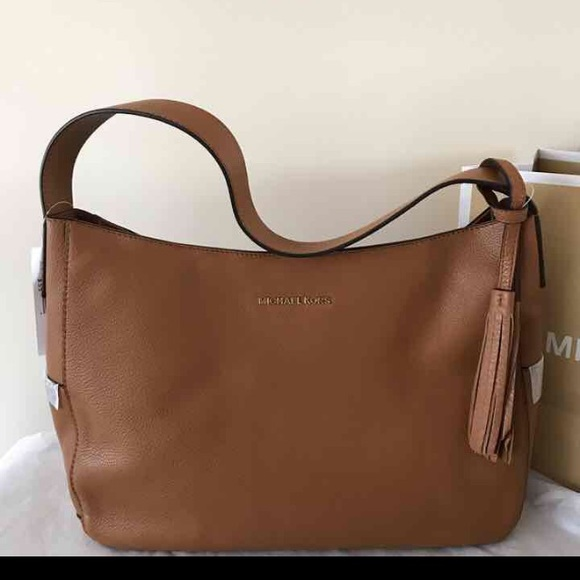 e3da0f7c488d Michael Kors Leather Ashbury Slouchy Bag