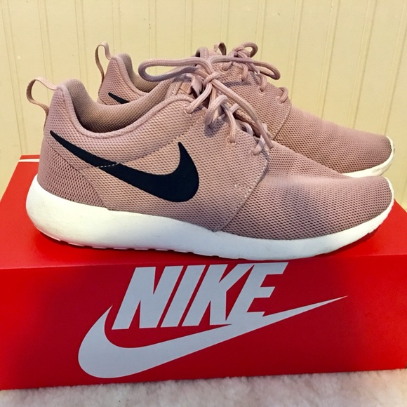 pretty nice fce70 6c6ee Nike Roshe One shoes particle pink 7.5. M 5a2ab9c968027849e202aca5