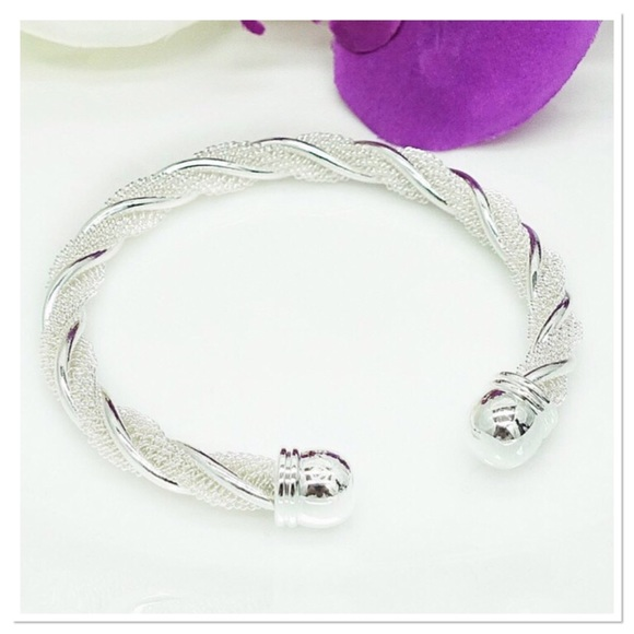 Boutique Jewelry - Sparkling Silver Twist Cuff
