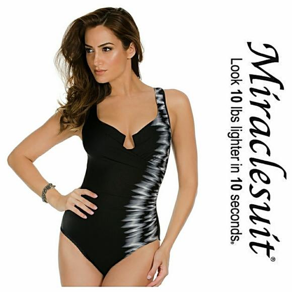 a6871c40a401e Miraclesuit Escape Tummy Control Swimsuit. M 5a2ad7454225beeff1031e76