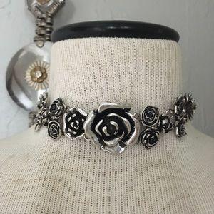 Jewelry - Metal flower choker
