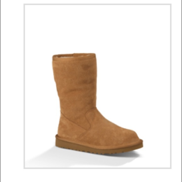 8fff390cac3 Child's ugg size 2 NWT