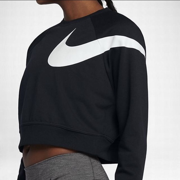 4e1ebf370652a Nike Dry Versa Training Crop Top
