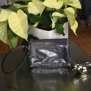 Coach / Wristlet/ Perforated Signature/Pewter/NWOT