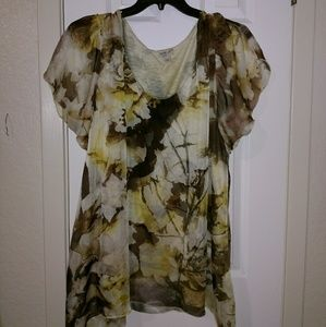 Amazing neutral floral print tunic.
