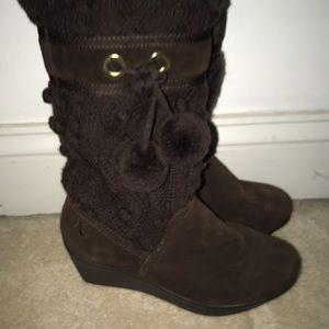 Snow Boot with Pom Poms