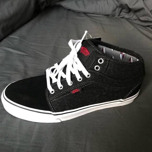 138b82a5499c NEVER WORN Vans chukka midtop skate shoes