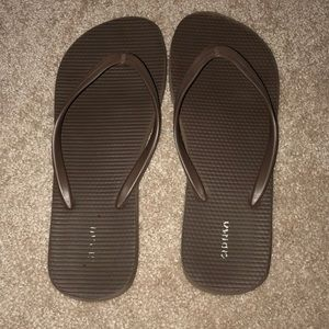 Brown old navy signature flip-flops