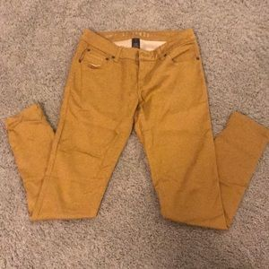 Celebrity Pink mustard yellow skinny jeans