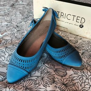 Women's Restricted royal blue pointed cutout flats