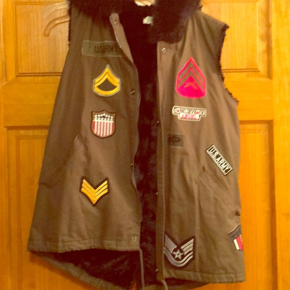 Jackets & Blazers - NWOT insulated vest super cute on!