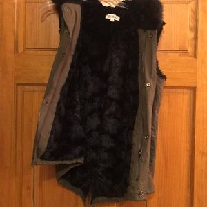 Jackets & Coats - NWOT insulated vest super cute on!