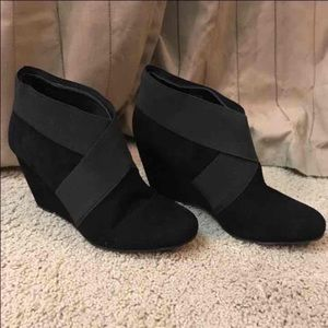 Bcbg genuine suede wedge ankle boots size 6.5 NEW