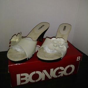 BONGO Off White Slip On Sandal Sz.7.5M Brand New
