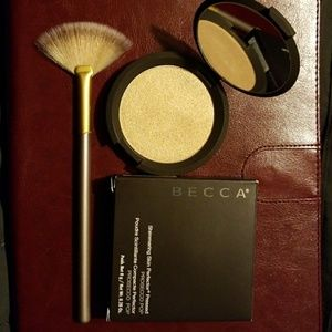 Becca Prosecco Pop pressed highlighter