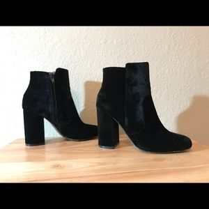 Black velvet bootie from Mango!