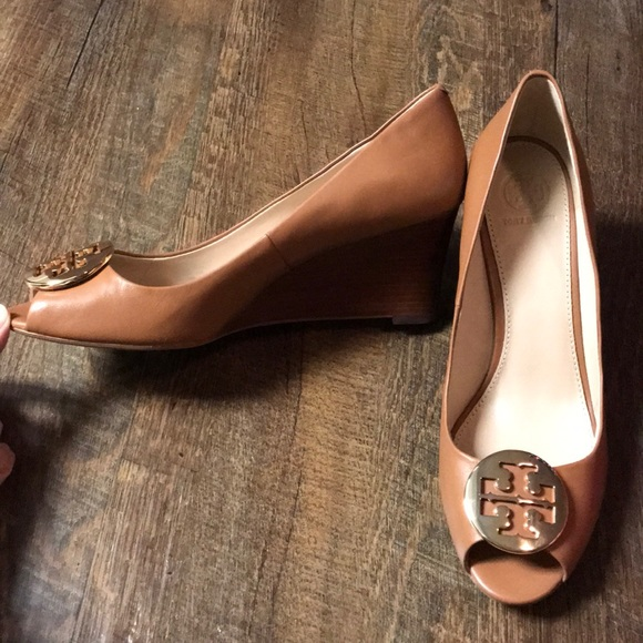 a392da127d18 NWT Tory Burch Kara Peep Toe Tan Wedge