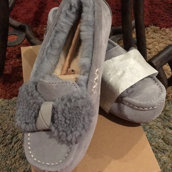 0a60c018336 Ugg Ansley Fur Bow Slippers