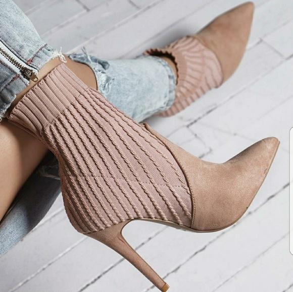 Qupid Shoes - 👑 NIB LUST WORTHY FLY KNIT BOOTIE HEEL- BLUSH