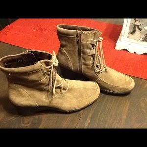 Aerosoles suede wedge boots