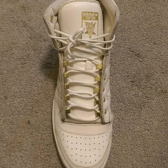 humor Cuerda Uluru  adidas Shoes | Adidas Patent Leather Top Tens White And Gold | Poshmark