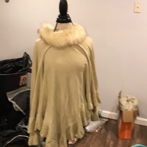 Nwt poncho with fur collar