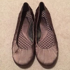 👊🎊Vince Camuto sateen flats