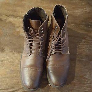 Robert Wayne Boots