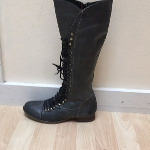 Steve Madden Lace up Grey boot