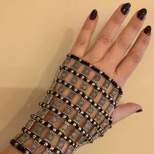 Absolutely Gorgeous Hand Bracelet Silver & Black