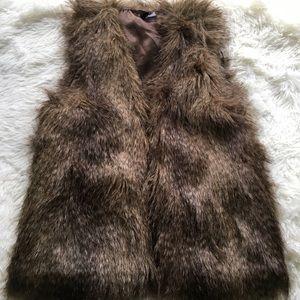 H&M Divided Faux Fur Vest Size 6
