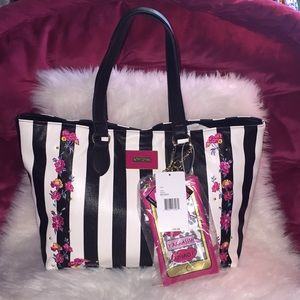 💞👜Betsey Johnson tote with smartphone pouch👜💞