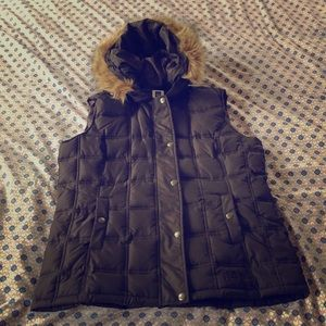Gap quilted vest with faux fur hood - size medium