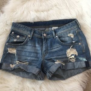 H&M distressed jean shorts size 6