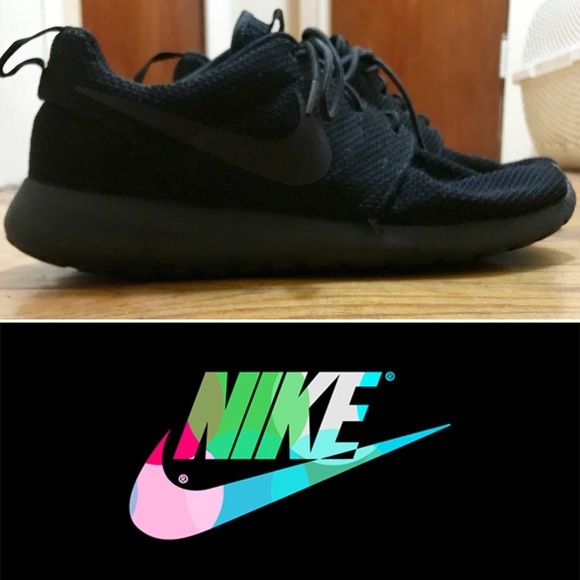 4ef64fd9480f9c All Black Nike Roshes - Men s 9 Women s 10.5. M 5a2c1a7ac284566ad601016c
